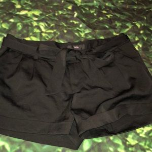 Mossimo black pleat front dressy shorts sz6
